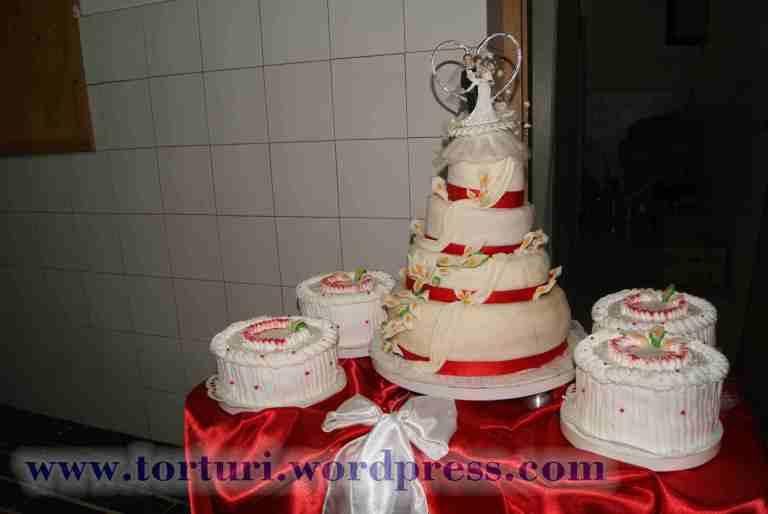 tort nunta martipan etaje