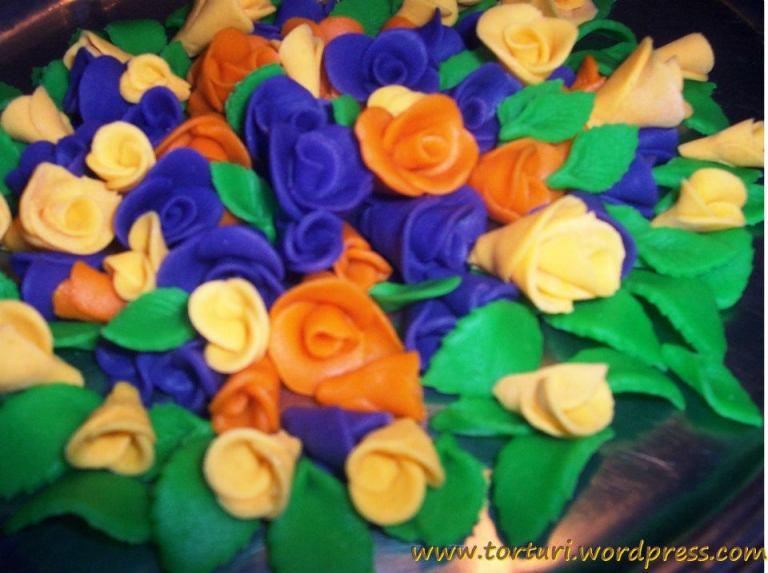 flori pentru torturi